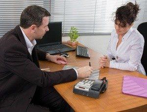 Potrącenie należności z pensji pracownika - czy pracodawca może to zrobić?
